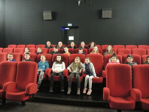 Le CMEJ organise des visites d'équipements. Ici au cinéma La Cap